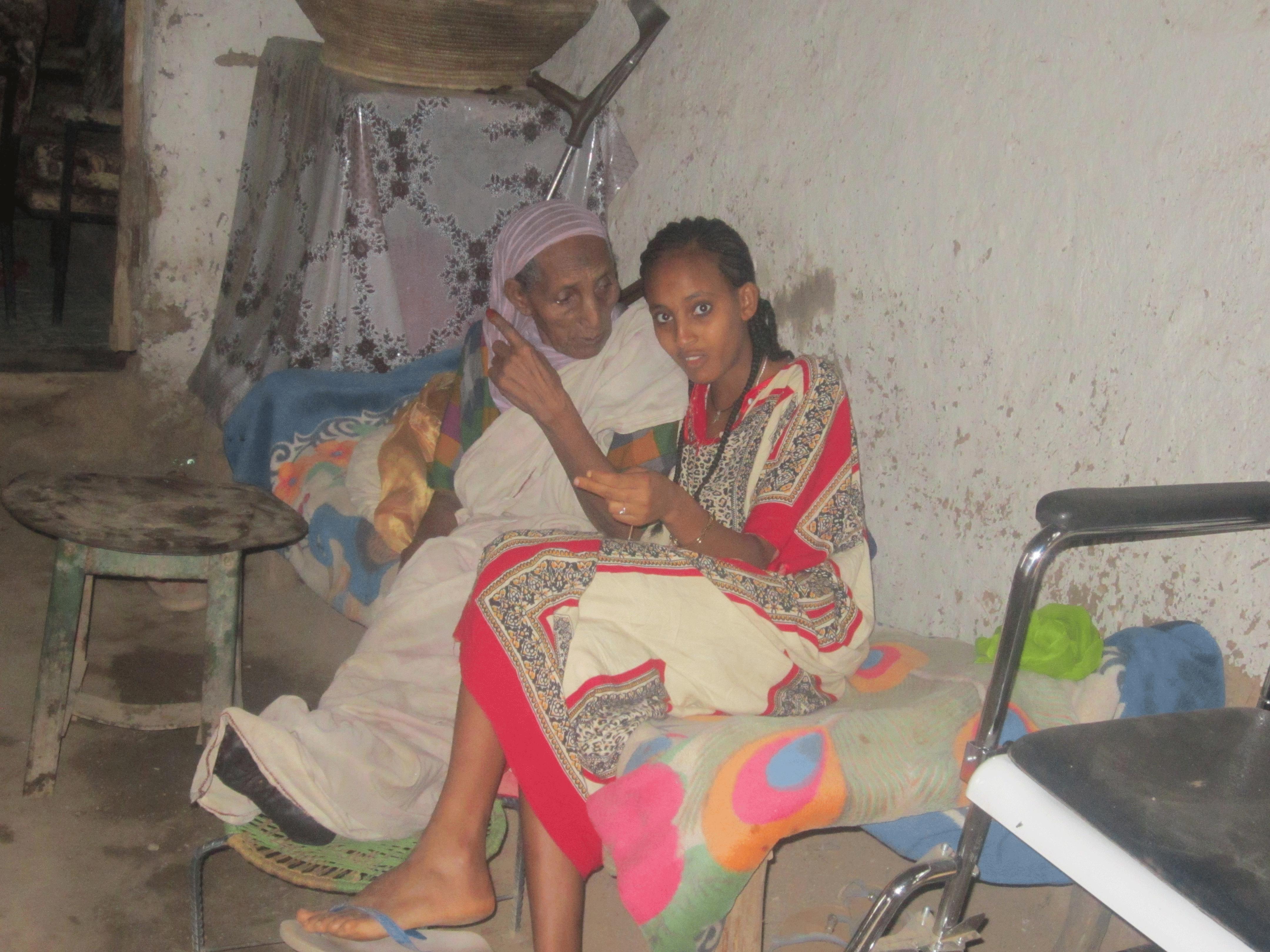 Großmutter Bozena mit Elisabeth