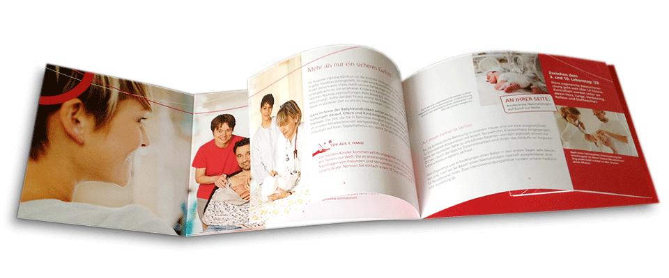 Blick auf Broschüre Geburtshilfe Vivantes Schöneberg