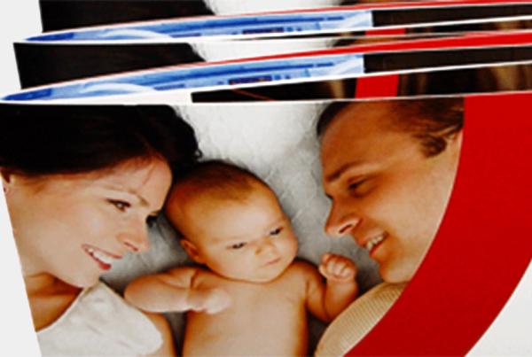 Blick auf Flyer Geburtsmedizin Vivantes